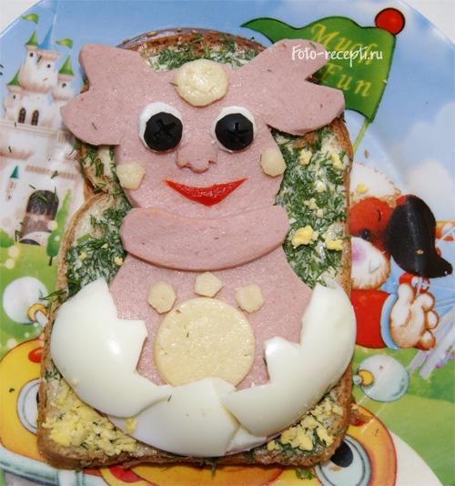 Бутерброд Лунтик дитини з маслом, сиром і ковбасою