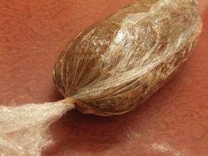 Шоколадная колбаска из печенья со сгущенкой