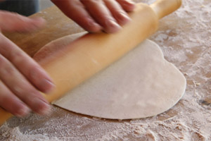 Тесто на чебуреки с фото пошагово на минералке