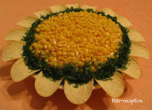 Салат Подсолнух с чипсами, курицей, морковью и кукурузой рецепт приготовления пошаговый с фото
