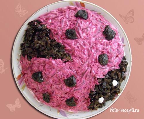 Салат с курицей черносливом и буряком рецепт