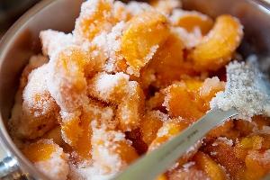 Варенье из абрикосов с абрикосовыми косточками